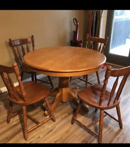 Table and chairs Must Sell Moving