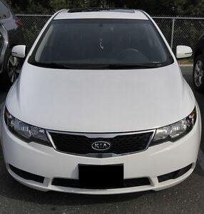 2011 Kia Forte5 EX w/Sunroof Sedan