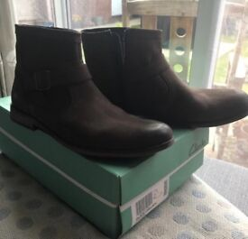Clarks Chelsea vintage brown boots size 9
