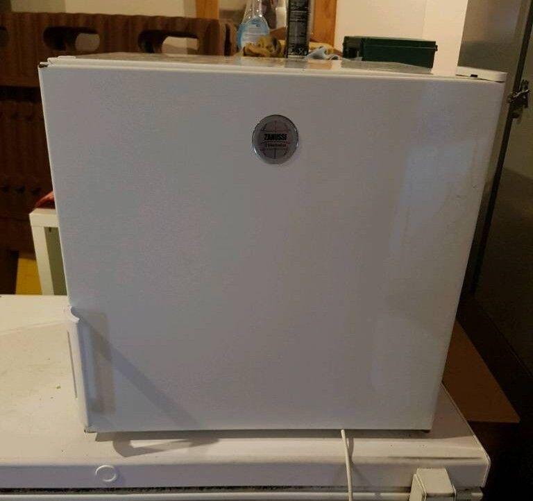 Tabletop fridge freezer