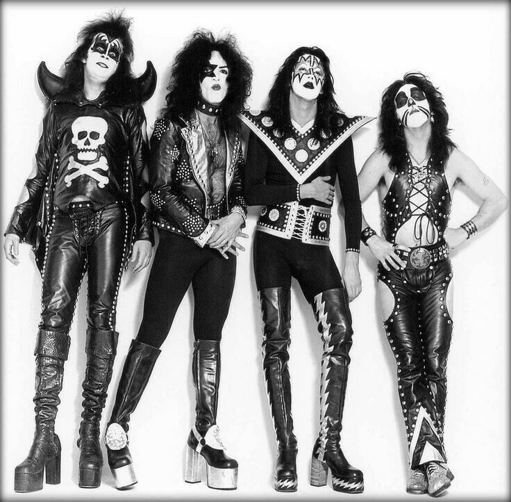 KISS 11x8.5 Photo Poster Paul Gene Ace Peter Glossy Print Black And Gray AWESOME