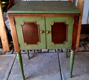 Beautiful Early 1930s Electric Singer Sewing Machine & Cabinet
