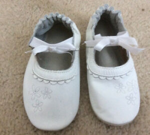 2 pairs of new Baby girl Robeez shoes