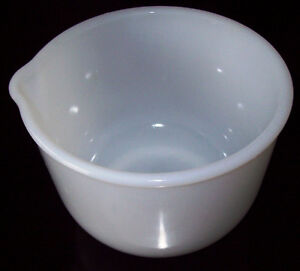 Vintage GLASBAKE Sunbeam Mixmaster Small MILK GLASS MIXING BOWL