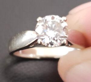 Stunning 18kt White Gold Diamond Ring