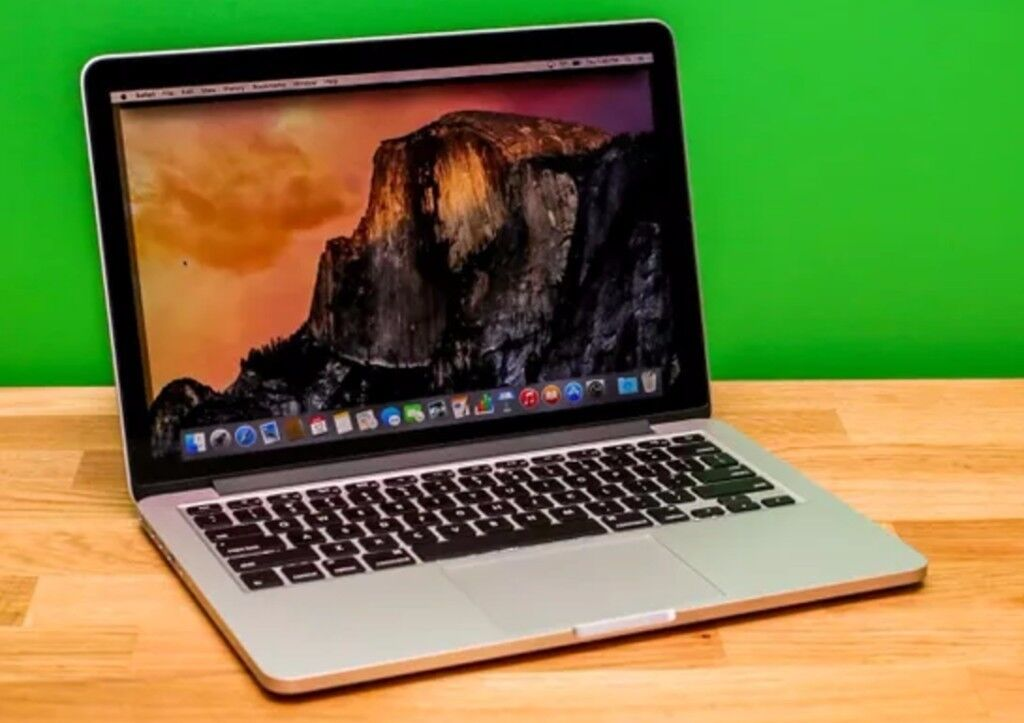 late 2013 macbook pro 13 inch, 8gb ram 256gb ssd almost new