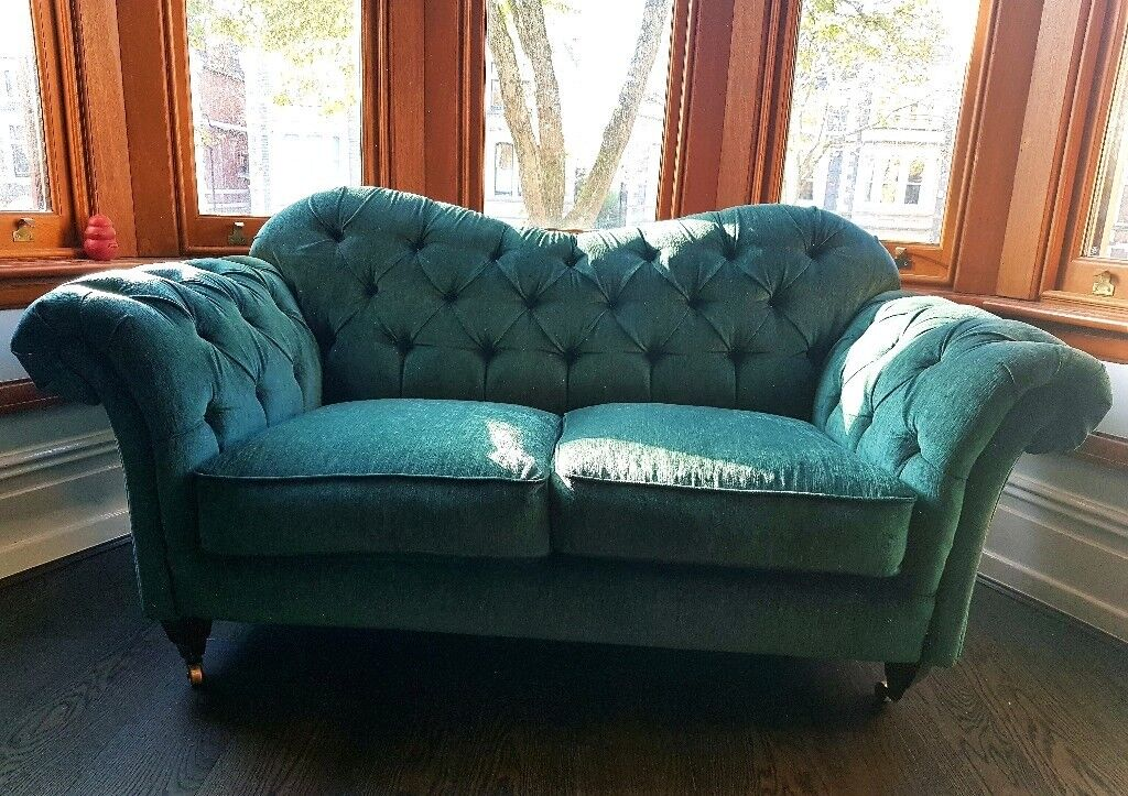 Victorian style 2-3 seater sofa. Under 2 years old, great condition