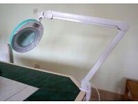 lumeno adjustable magnifying desk/table/bench light