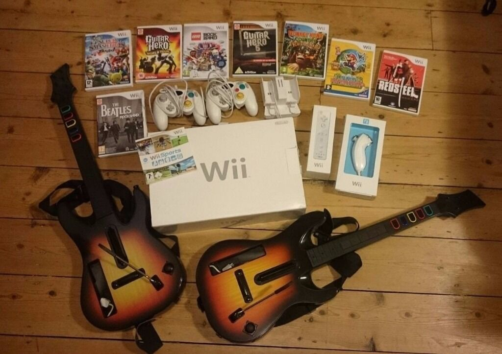 NINTENDO WII CONSOLE BUNDLE + 8 GAMES, 4 CONTROLLERS, 2 GUITARS, SUPER MARIO, GUITAR HERO, ROCK BAND