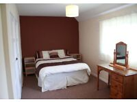 A beautiful tastefully fully furnished 3 bed house in a quiet cul de sac with a good sized garden.