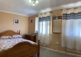 3 bedroom house in Maxwell Close, UB3