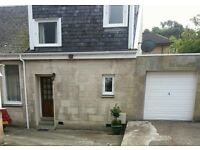 UNFURNISHED 2 bedroom mews cottage. Viewing now.