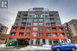 King Street mid-rise new condo,1 bdrm + 1 den, hotel style
