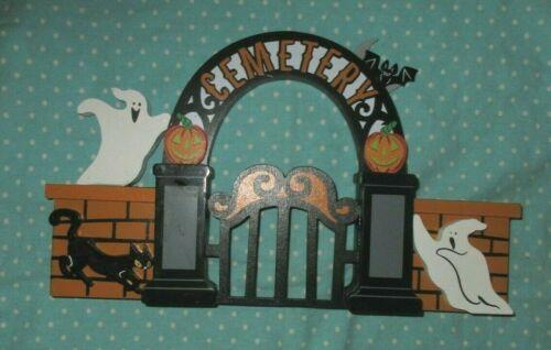 2019 Hyde & Eek Target Mini Mantle Halloween Cemetery Gate Ghosts Black Cat
