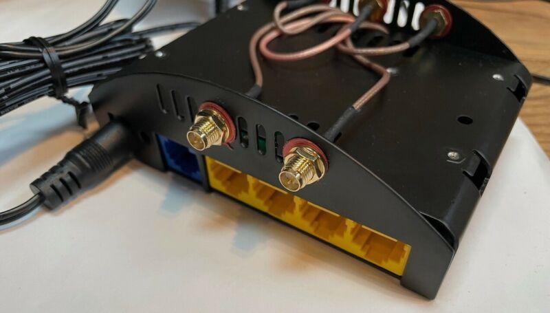 MOFI4500-4GXeLTE V2 4G/LTE Router SIM4 - Enclosed in Proprietary Case