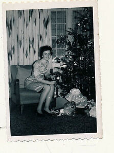 *T124 Vintage Photo Christmas Tree lots of gifts, pretty lady