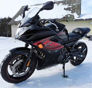 YAMAHA FZ6R BLACK AND RED MINT GREAT FIRST SPORTS BIKE