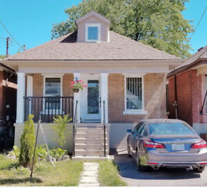 Completely Upgraded 1 1/2 Storey Home On Hamilton Mountain!