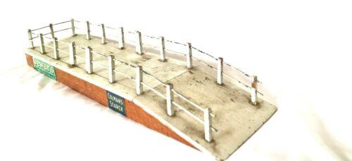 AC1449X: Vintage Bassett Lowke Gauge1 Wooden Cattle Dock