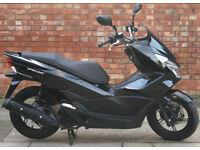 Honda PCX 125cc (66 REG), 1 Owner! Mint condition, ONLY 1100 miles!
