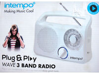 Radio, nice white tri-band radio, batteries or mains. As new £12