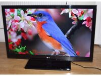 LG 42-inch Ultra Slim Widescreen Cinema Full HD 1080p 3D 100Hz LED TV with Freeview