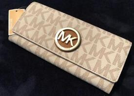 Brand New Michael Kors Fulton Flap Continental Signature Purse