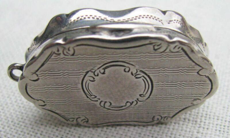 FINE & FANCY ANTIQUE STERLING GOLD GILDED GEORGE UNITE VINAIGARETTE / SCENT BOX