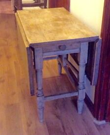 ANTIQUE VICTORIAN CHUNKY SCRUBBED PINE GATELEG TABLE. SEATS 4