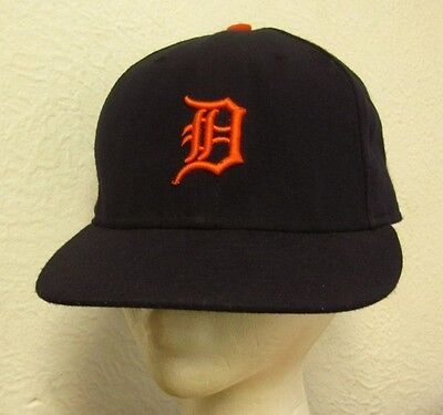 aab83cbce26 DETROIT TIGERS baseball cap Old English D fitted hat size 7 embroidery  throwback