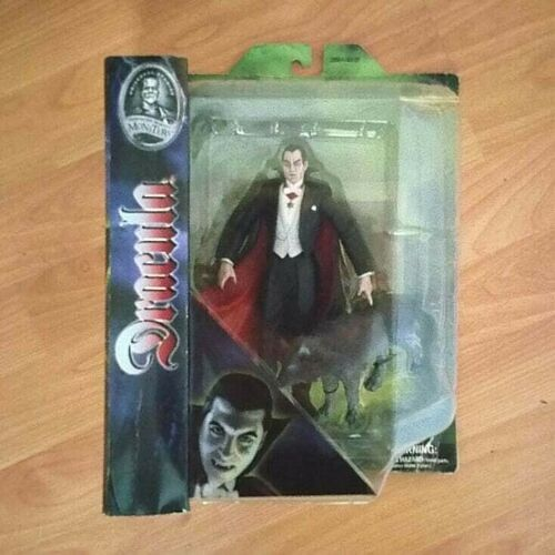 Universal Monster DRACULA  Poseable Action Figure by DIAMOND SELECT
