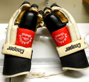 Vintage Cooper BDS Hockey Gloves