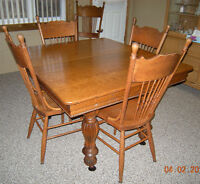 Solid Oak Dining Table with 5 Chairs & 4 Leaves