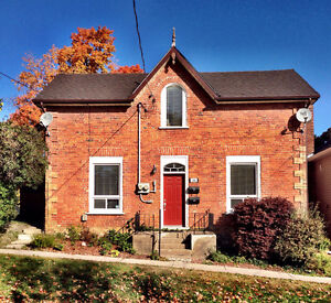 Charming and spacious duplex unit near downtown/Trail College