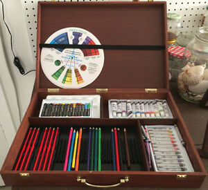 Art supplies and wooden box – Matériel d'artiste boite en bois