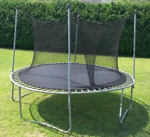 Trampoline avec filet / with net (12' dia. total)