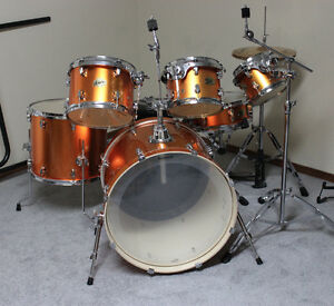 Ludwig 6 piece drum kit with Zildjian ZBTs and two cymbal mounts