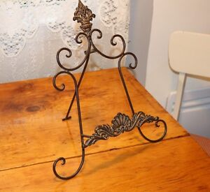 Metal picture stand