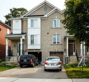 Newmarket 3 Bed Room Townhome for Rent