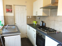 LARGE NEWLY REFURBISHED ONE BEDROOM FLAT - LE2 - £525 PCM - PRIVATE GARDEN