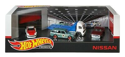 Hot Wheels Premium Collector Nissan Diorama Garage Display Set - 2020