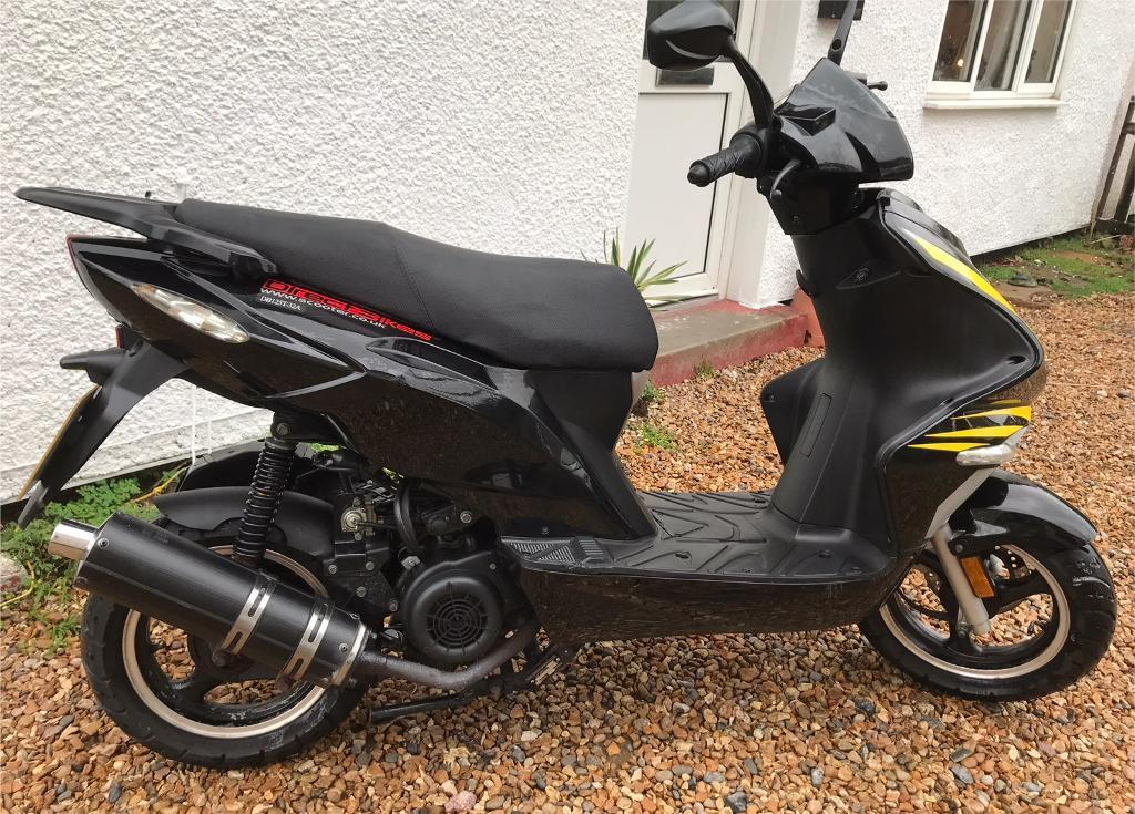 2017 Direct Bikes Scorpion 125cc Scooter Moped Cbt Ready In