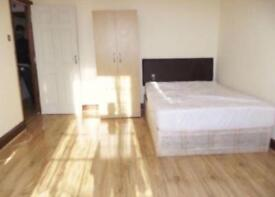 AMAZING LARGE CLEAN KING SIZE DOUBLE ROOM & VERY LARGE SINGLE ROOM TO RENT ILFORD, EAST LONDON.