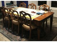 Mahogany Dining Room Table, 6 Chairs & 2 Carvers