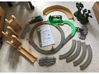 Thomas trackmaster train set bundle