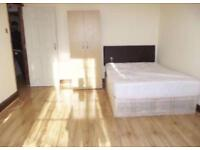SPACIOUS KING SIZE DOUBLE ROOM & VERY LARGE SINGLE ROOM TO RENT ILFORD, EAST LONDON.