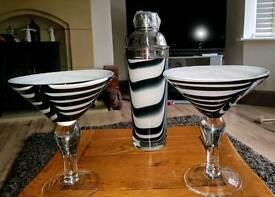 Cocktail 2 glasses & cocktail shaker
