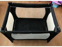 Red kite/redkite black travel cot