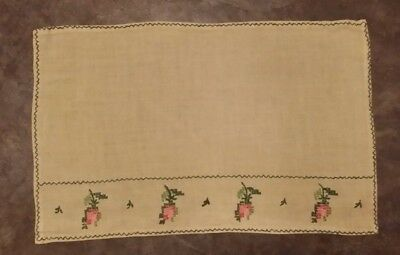 VINTAGE YELLOW HAND EMBROIDERY PINK ROSE RECTAGLE FABRIC DOILIE FREE SHIPPING