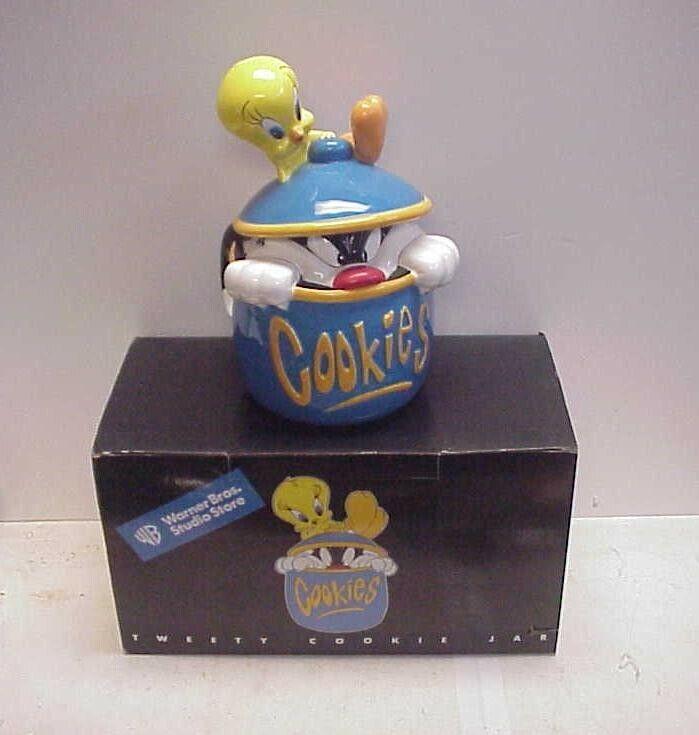 1998 Warner Brothers Looney Tunes Cookie Jar - TWEETY & HIDING SYLVESTER w Box